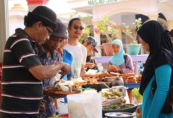 Festival Masakan Mama - Antri masakan mama