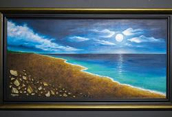 Bulan di Pantai Indah