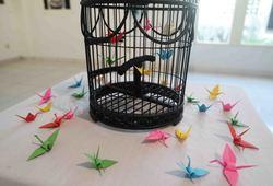 Aku Tahu Mengapa Burung yang Terkurung Bernyanyi (Detail View #1)